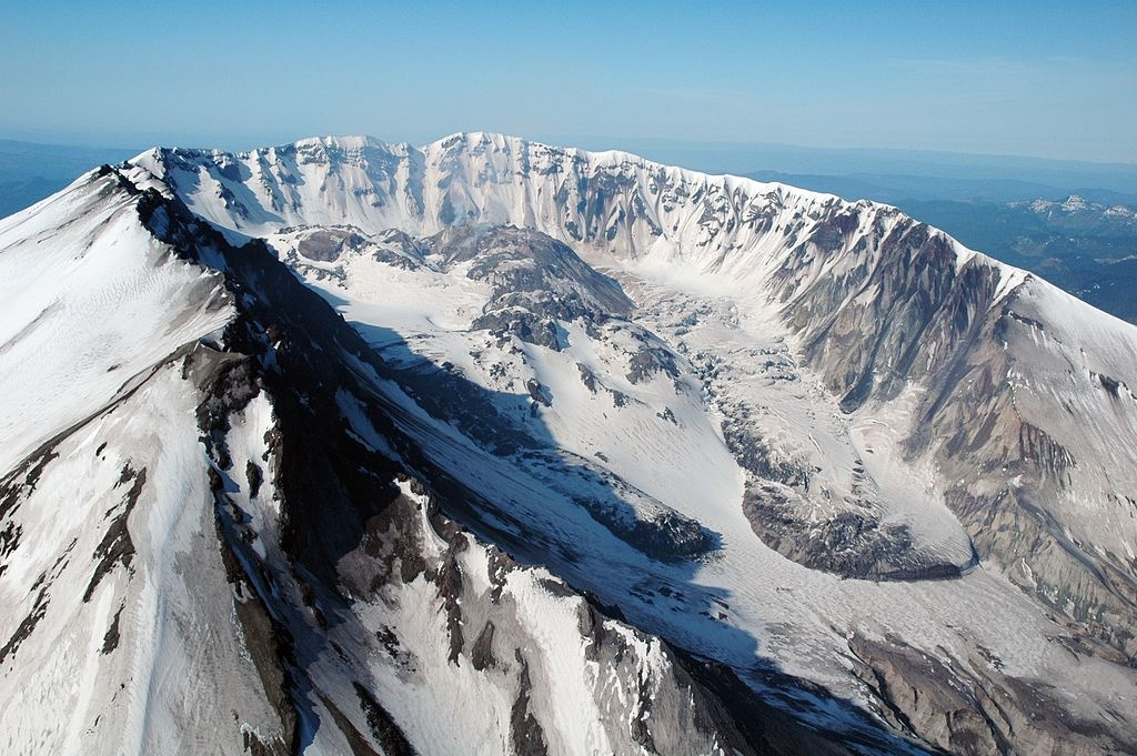 The background of mount st helen along the cascade range