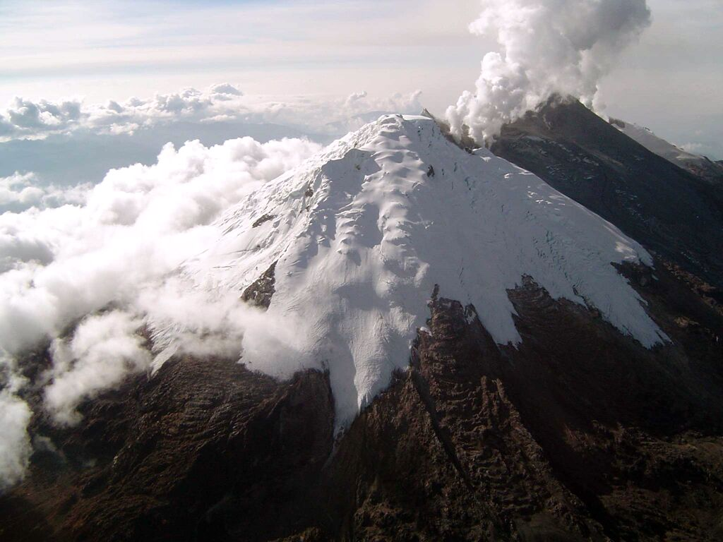the volcanic eruption of nevado del Nevado del ruiz (nrv), an active stratovolcano culminating at an altitude of 5,321 meters in colombia (fig 1), is located in a highly populated area, which makes it one of the most dangerous volcanoes of the world an eruption of moderate volcanic explosivity index (vei) between 2 and 3, on november.