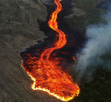 October 27 , 2019 . EN. La Reunion : Piton de la Fournaise , Indonesia : Merapi, Hawaii : Mauna Loa , Indonesia : Anak Krakatau , Mexico : Popocatepetl .
