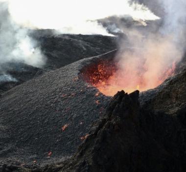 March 06 , 2019. EN.  La Réunion : Piton de la Fournaise , Colombia : Nevado del Huila , Hawaii : Kilauea , Guatemala : Santiaguito , Costa Rica : Turrialba / Poas .