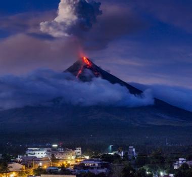 February 03 , 2018. EN. Mayon , Kilauea , San Miguel ( Chaparrastique ) , Yellowstone , Ibu .