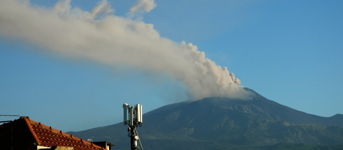 May 22, 2020. EN . Italy / Sicily : Etna , Hawaii : Mauna Loa , Guatemala : Fuego , Costa Rica : Rincon de la Vieja .