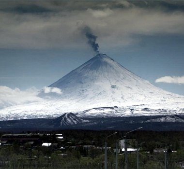 May 29, 2020. EN. Kamchatka : Klyuchevskoy , New Zealand : White Island , Hawaii : Mauna Loa , Costa Rica : Turrialba / Poas / Rincon de la Vieja .