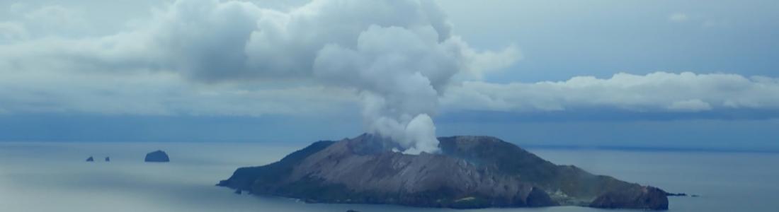 13 Novembre 2020. FR . Kamchatka : Karymsky , Nouvelle Zélande : White Island , Chili : Villarica , Indonésie : Sinabung .
