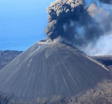 June 17, 2020. EN. Italy / Sicily : Etna , Italy : Stromboli , Japan : Nishinoshima , Iceland : Grímsvötn .