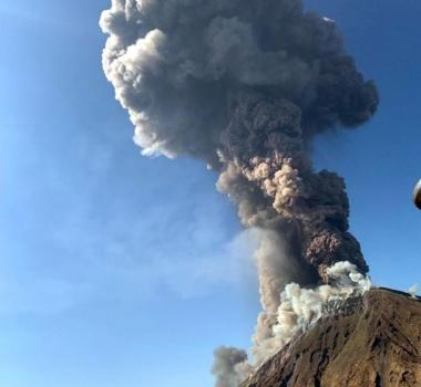 July 4, 2019. EN. Italy / Sicily : Etna , Guatemala : Santiaguito , Italy : Stromboli , Russia / Kuril Islands : Raikoke .