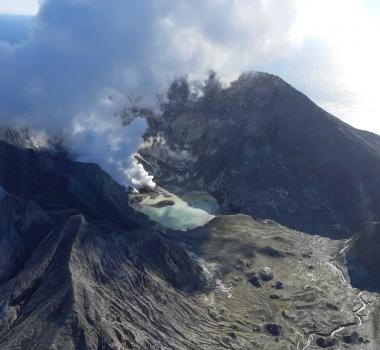 August 24, 2021. EN. New Zealand : White Island , Peru : Sabancaya , Alaska : Great Sitkin , Kamchatka : Sheveluch , Philippines : Taal , Chile : Tupungatito .