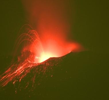 August 16, 2020. EN. Italy / Sicily : Etna , Indonesia : Merapi , Guatemala : Santiaguito , El Salvador : Santa Ana (Ilamatepec) .