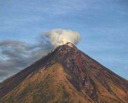October 25 , 2020. EN. Philippines : Mayon , Argentina / Chile : Nevados de Chillan , Ecuador , Sangay , Iceland : Reykjanes Peninsula .