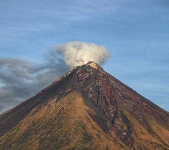25 Octobre 2020. FR . Philippines : Mayon , Argentine / Chili : Nevados de Chillan : Equateur , Sangay , Islande : Peninsule de Reykjanes .