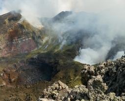 September 16, 2020. EN . Italy / Sicily : Etna , Iceland : Reykjanes Peninsula , Italy : Stromboli , Colombia : Nevado del Ruiz , Peru : Ubinas .