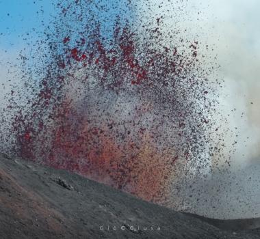 October 02 , 2020. EN. La Réunion : Piton de la Fournaise , Italy / Sicily : Etna , Kamchatka : Klyuchevskoy , Hawaii : Mauna Loa , Mexico : Popocatepetl .