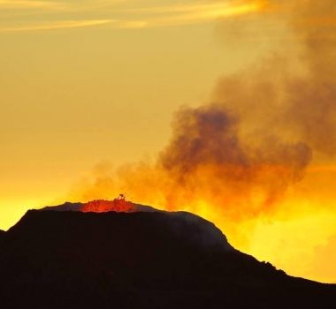 October 18, 2015. EN. Turrialba, Etna, Piton de la Fournaise, Kilauea .