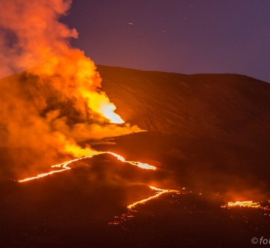 October 17, 2015. EN.  Piton de la Fournaise, Copahue .
