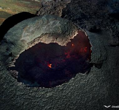 November 02, 2015.  EN.  Rinjani, Kilauea, Piton de la Fournaise .
