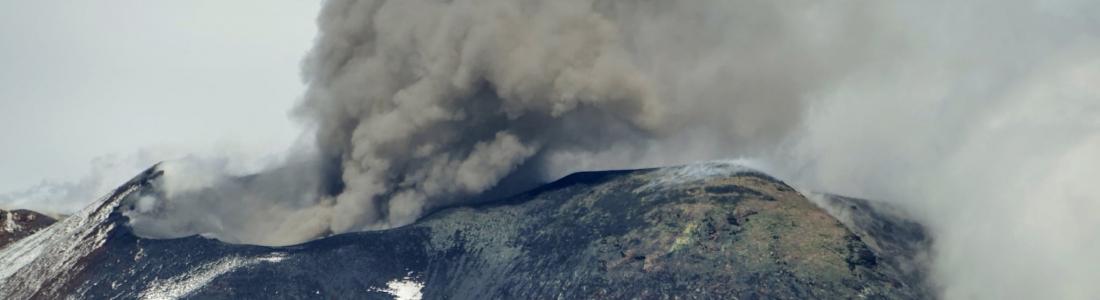 14 Octobre 2020. FR . Italie / Sicile : Etna , Italie : Stromboli , Pérou : Ubinas , Colombie : Nevado del Huila .