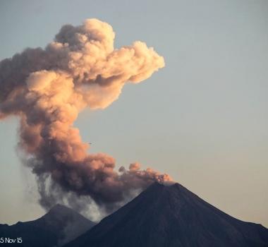 November 06, 2015. EN. Etna, Colima, Mauna Loa, Ubinas .