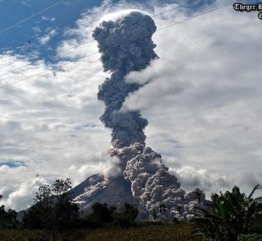 November 01, 2015. EN.  Momotombo, Turrialba, Sinabung .