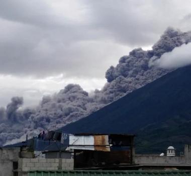 November 11, 2015. EN.  Nevado Del Ruiz, Ubinas, Fuego.