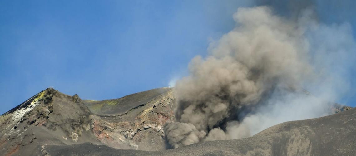 October 24, 2020. EN . Italy / Sicily : Etna , Russia / Kurile Islands : Ebeko , Indonesia : Semeru , Hawaii , Kilauea , Argentina / Chile : Villarica .