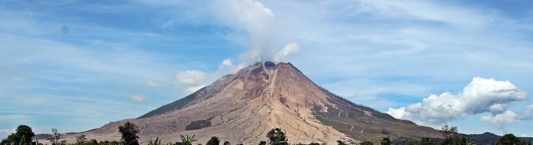 November 01, 2020. EN . Alaska : Katmai , Indonesia : Sinabung , Guadeloupe : La Soufrière , Mexico , Popocatepetl , Guatemala : Santiaguito .