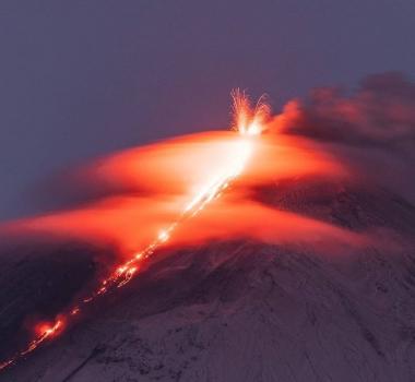 November 14, 2020. EN. Kamchatka : Klyuchevskoy , Hawaii : Mauna Loa , Indonesia : Merapi , Ecuador : Reventador , Mexico : Popocatepetl .
