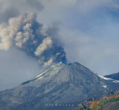 November 04, 2020. EN . Italy : Stromboli , Italy / Sicily : Etna , Colombia : Nevado del Ruiz , Iceland : Reykjanes Peninsula .