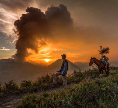 July 21 , 2016. EN.  Nevado Del Ruiz , Bromo  ( Tengger Caldeira ) , Palomo , Pacaya .