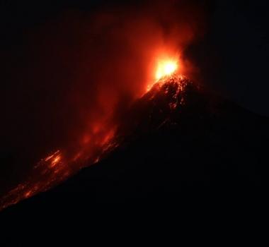 February 07 , 2016. EN.  Soputan , Santiaguito , Fuego , Masaya .