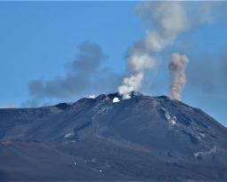 November 25, 2020. EN. Italy / Sicily : Etna , Italy , Stromboli , Colombia : Nevado del Ruiz , Guatemala : Santiaguito .