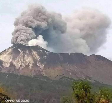 November 27, 2020. EN. Indonesia : Sinabung , Indonesia : Ili Lewotolok , Hawaii : Mauna Loa , Ecuador : Reventador .