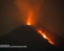 December 04 , 2020. EN . La Réunion : Piton de la Fournaise , Indonesia : Semeru , Hawaii : Kilauea , Ecuador : Sangay , Alaska : Korovin .
