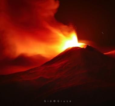 December 14, 2020. EN. Italy / Sicily : Etna , Indonesia : Semeru , Kamchatka : Klyuchevskoy , United States : Cascades Range Volcanoes .