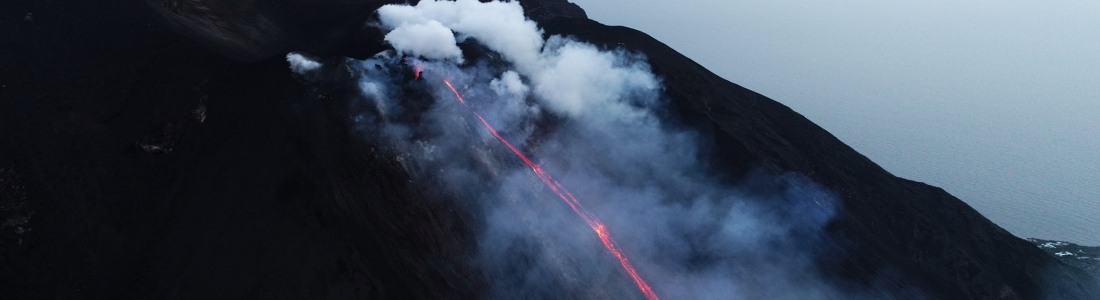 25 Janvier 2021 . FR . Italie : Stromboli , Nouvelle Zélande : Zone volcanique de Okataina , Saint Vincent : Soufrière Saint Vincent , Mexique : Popocatepetl .
