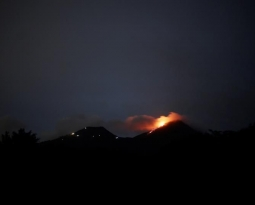 July 16 , 2018. EN.  La Réunion : Piton de la Fournaise , Indonesia : Anak Krakatau , Chile : Nevados de Chillan , Guatemala : Pacaya , Hawai : Kilauea .