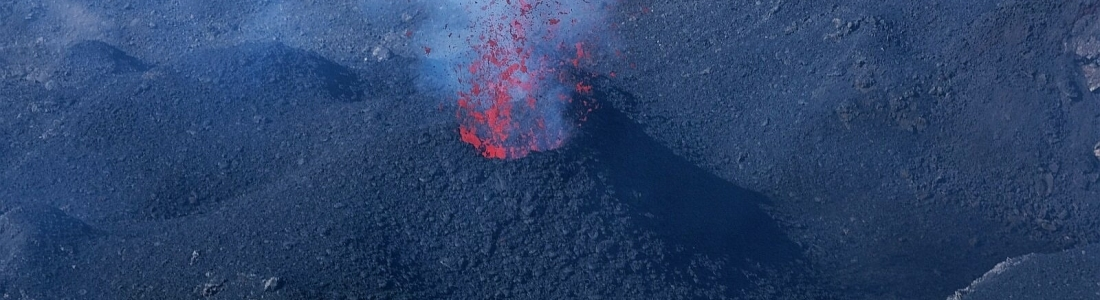 06 Février 2021 . FR . Indonésie : Merapi , Italie / Sicile : Etna , Chili : Nevados de Chillan , Hawaii : Kilauea .