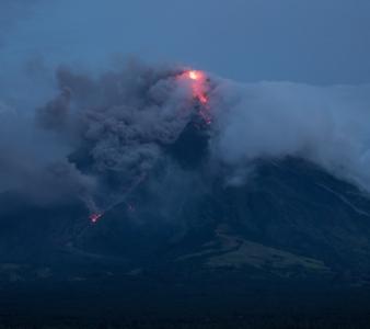 January 20 , 2018 . EN.  Agung , Mayon , Nevados de Chillan , Ebeko .
