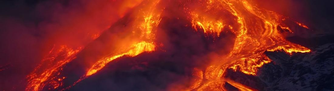 12 Mars 2021 . FR . Islande : Péninsule de Reykjanes , Italie / Sicile : Etna , Guatemala : Pacaya , Equateur : Sangay , Japon : Suwanosejima .