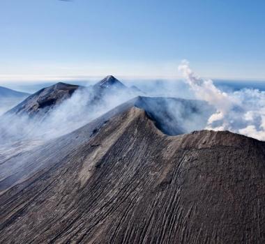 August 13, 2021. EN. Alaska : Semisopochnoi , Kamchatka : Sheveluch , Chile : Nevados de Chillan , Hawaii : Kilauea , Costa Rica : Turrialba / Poas / Rincon de la Vieja / Irazu .