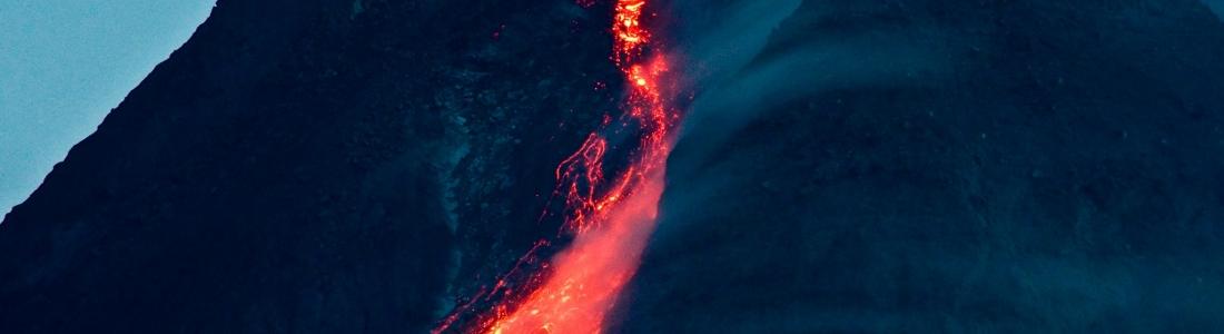 27 Mars 2021 . FR . Alaska : Veniaminof , Indonésie : Merapi , Saint Vincent : Soufrière Saint Vincent , Hawaii : Mauna Loa .