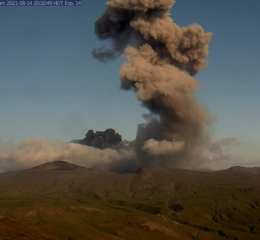 20 Aout 2021. FR. Alaska : Semisopochnoi , Philippines : Taal , Hawaii : Kilauea , Japon : Suwanosejima , Islande : Geldingadalur / Fagradalsfjall .