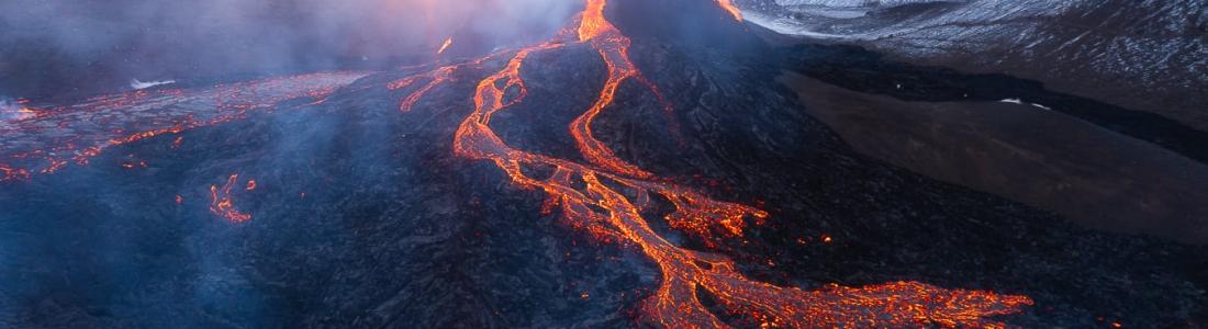 30 Mars 2021 . FR . Islande : Fagradalsfjall / Geldingadalur , Philippines : Taal , Alaska : Veniaminof , Pérou : Sabancaya , Hawaii : Kilauea .