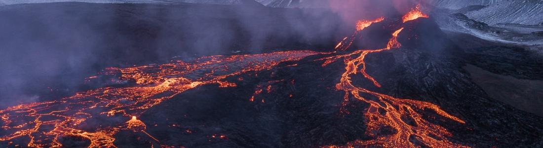 29 Mars 2021. Fr . Islande : Fagradalsfjall / Geldingadalur , La Réunion : Piton de la Fournaise , Indonésie : Sinabung , Guatemala : Fuego , Mexique : Popocatepetl .