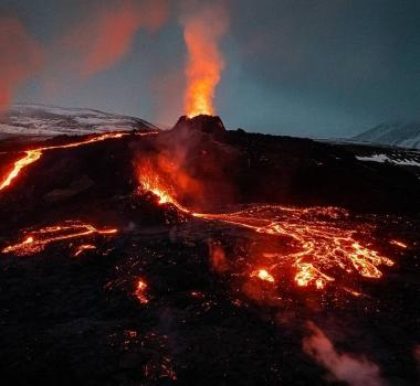 April 22, 2021. EN. Saint Vincent : Soufrière Saint Vincent , Iceland : Geldingadalur , Japan : Sakurajima , Russia / Kurile Islands : Ebeko , La Réunion Island : Piton de la Fournaise .