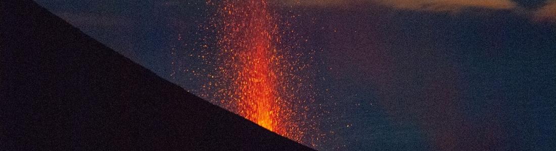 05 Mai 2021. FR. Italie : Stromboli , Italie / Sicile : Etna , Guatemala : Fuego / Pacaya , La Réunion : Piton de la Fournaise , Hawaii : Kilauea .