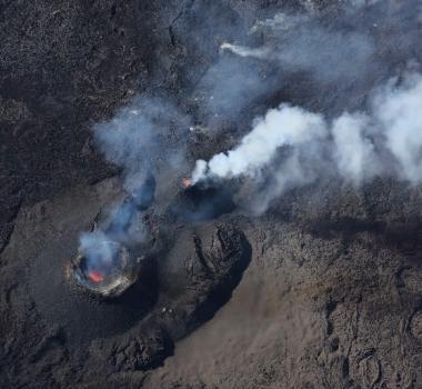 May 07, 2021. EN. Indonesia : Sinabung , La Reunion Island : Piton de la Fournaise , Chile : Nevados de Chillan , Guatemala : Santiaguito , Saint Vincent : Soufrière Saint Vincent .