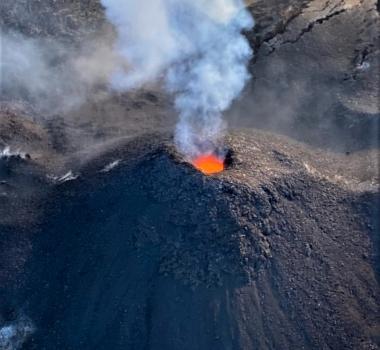 May 14, 2021. EN. La Réunion Island : Piton de la Fournaise , Saint Vincent : Soufrière Saint Vincent , Hawaii : Kilauea , Costa Rica : Turrialba / Poas / Rincon de la Vieja / Irazu .