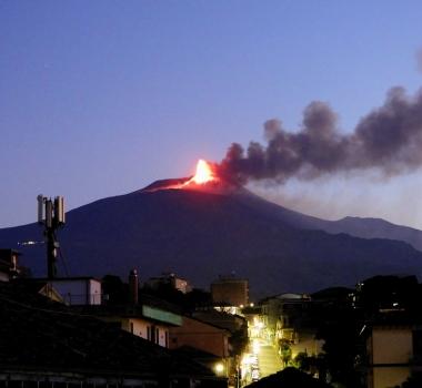 May 19, 2021. EN. Italy / Sicily : Etna , Alaska : Semisopochnoi , Italy : Stromboli , Indonesia : Sinabung .