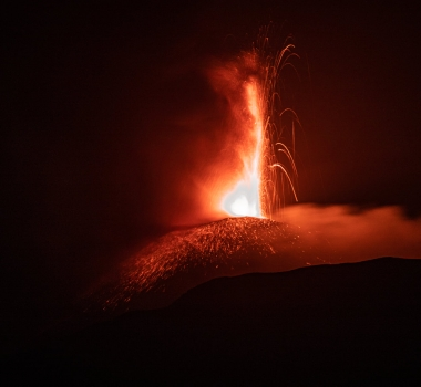 May 31, 2021. EN. Italy / Sicily : Etna , Alaska : Semisopochnoi , Italy : Stromboli , Democratic Republic of Congo : Nyiragongo , Iceland : Geldingadalur , Ecuador : Sangay .