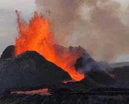 June 15, 2021. EN. Iceland : Geldingadalur / Fagradalsfjall , Italy / Sicily : Etna , Philippines : Taal , Peru : Sabancaya , Chile : Nevados de Chillan .